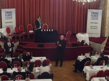 Der Zauberer aus Düsseldorf auf dem Finanzplaner Forum